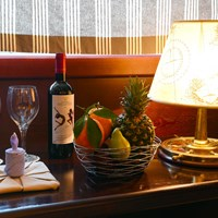cabin service glasses and wine and fruits